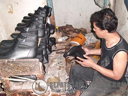 Proses Pembuatan Sepatu